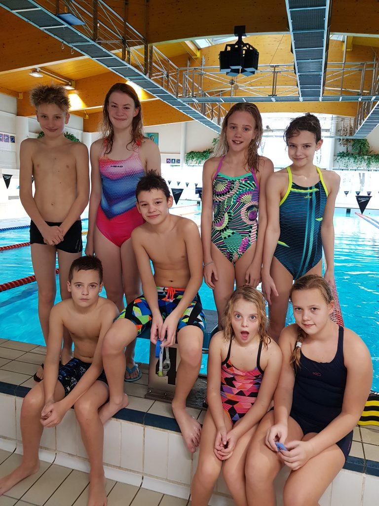 1. vrsta: Aleksander, Anja, Gašper, Lara, Ema, sedijo: Jaka, Tara in Nika